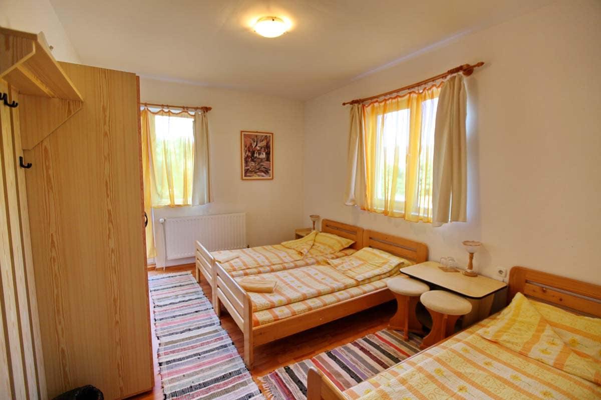 Szobaszám: 2. három személyes szoba